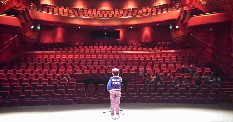 Theatrale rondleiding bij theater Cool met theater workshop voor de bovenbouw
