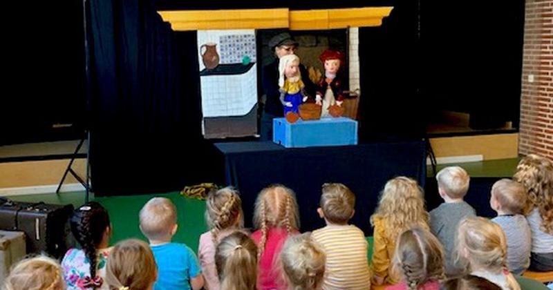 Geschiedenis :Rembrandt voorstelling en workshop verf-maken:  poppentheater 'Belletje Sterk'