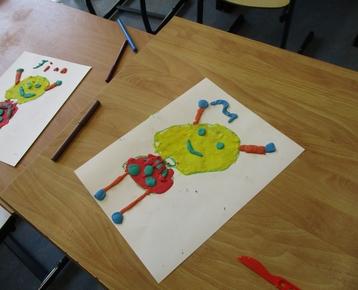 """Afbeelding 6 """"Reliefschilderijen"""" maken met eigen fantasie en gekleurde speelklei, deze les kan ook als ontwerples voor: Klei is Fantastisch worden gebruikt!"""