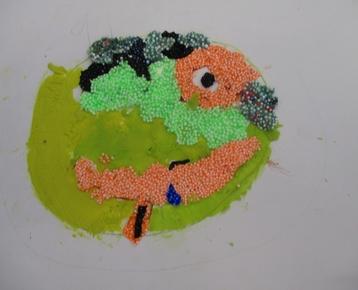 """Afbeelding 1 """"Reliefschilderijen"""" maken met eigen fantasie en gekleurde speelklei, deze les kan ook als ontwerples voor: Klei is Fantastisch worden gebruikt!"""