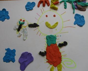 """Afbeelding 5 """"Reliefschilderijen"""" maken met eigen fantasie en gekleurde speelklei, deze les kan ook als ontwerples voor: Klei is Fantastisch worden gebruikt!"""