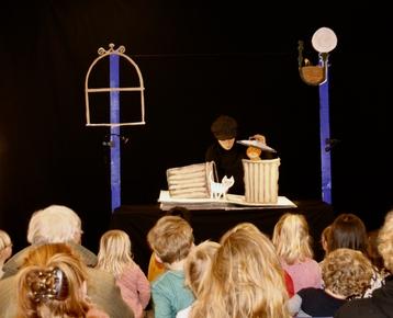 Afbeelding 1 Theater in de klas met  prentenboek voorstelling en workshop