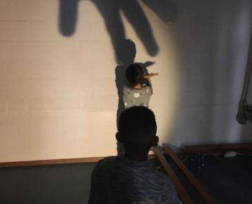Afbeelding 6 Kinderboeken week  thema verbeelden in Magisch Schaduw-Theater.