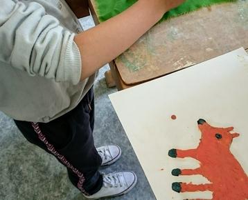 """Afbeelding 9 """"Reliefschilderijen"""" maken met eigen fantasie en gekleurde speelklei, deze les kan ook als ontwerples voor: Klei is Fantastisch worden gebruikt!"""